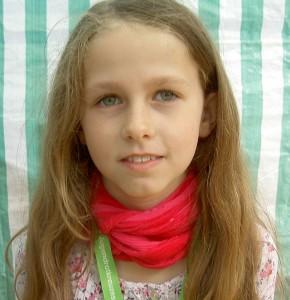 Finja Klose (9) arbeitet im Fotoladen, findet ihre Arbeit gut und später will sie das vielleicht auch machen.